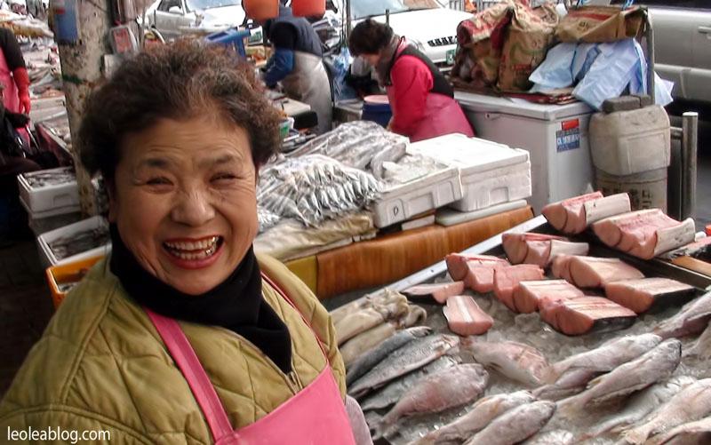 daegu korea southkorea asia metro people ludzie seomunmarket smile koreansmile