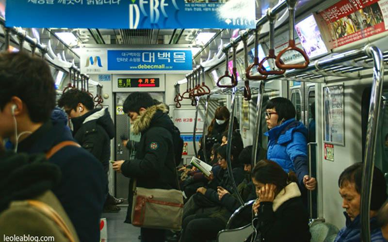 daegu korea southkorea asia metro people ludzie ludziewmetrze underground rozmowa