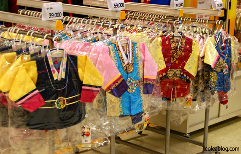 daegu korea southkorea asia emart emartdaegu tradycyjneciuchy clothes traditionalclothes