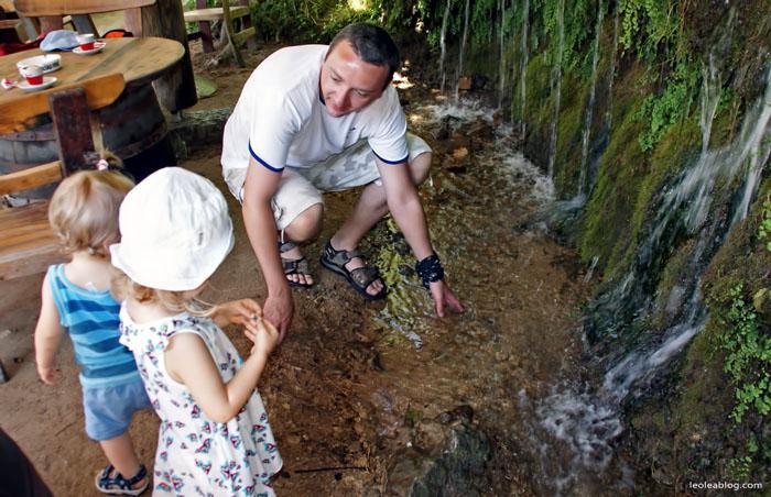 Bosnaandherzegovina Bosniaiherzegovina wodospad wodospadkravica Eu Europe Balkany Wakacje Holiday Travellers Journey Children dzieci kids
