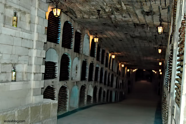 Wino Mołdawia Moldova MilestiMici Winiarnia Podziemia Butelki Eu Europe