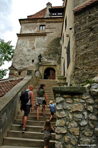 Rumunia Romania Eu Europe Easteurope journey travel travellers adventure wyprawa wyjazd podróżnicy zamekbran drakula Bran rodzina rodzinnie Castlebran