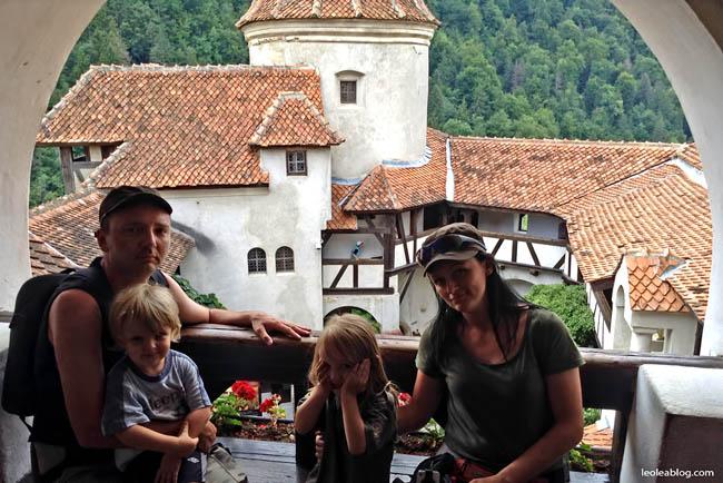 Rumunia Romania Eu Europe Easteurope widok balkon journey travel travellers adventure wyprawa wyjazd podróżnicy zamekbran drakula Bran rodzina rodzinnie Castlebran