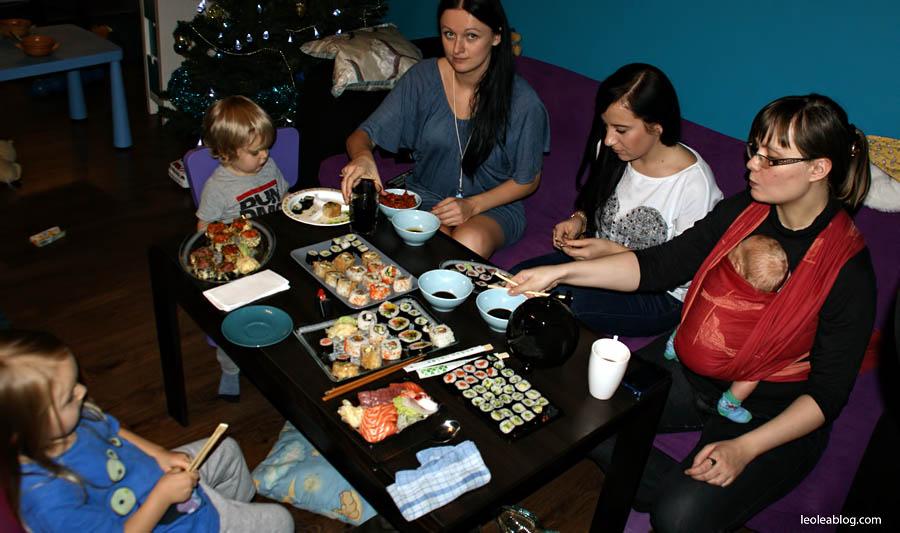 Dzieci Children Sushi Rynek Wrocław Wroclove Kids Child Dziecimogąsushi dzieciisushi polskiedziecijedząsushi przerwawpodróży sashimi maki nigiri sushiset set lunch lunchtime wzaciuszudomowym