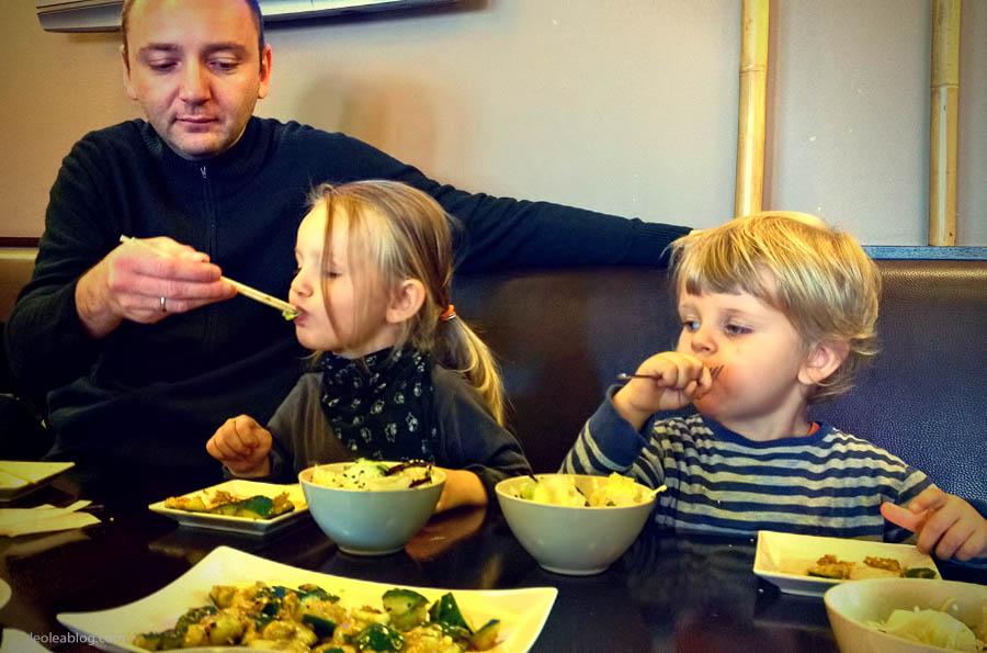 Dzieci Children Sushi Rynek Wrocław Wroclove Kids Child Dziecimogąsushi dzieciisushi polskiedziecijedząsushi przerwawpodróży sashimi maki nigiri sushiset set lunch lunchtime restaurant restauracja
