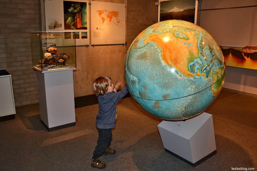 DenHaag Haga Holland Netherlands Holandia Museum Muzeum Dinozaury Dino Children Dzieci Eu Europe Dziecko Leo Lea Dutchmuseum globus globe