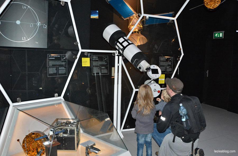 DenHaag Haga Holland Netherlands Holandia Museum Muzeum Dinozaury Dino Children Dzieci Eu Europe Dziecko Leo Lea Dutchmuseum telescope