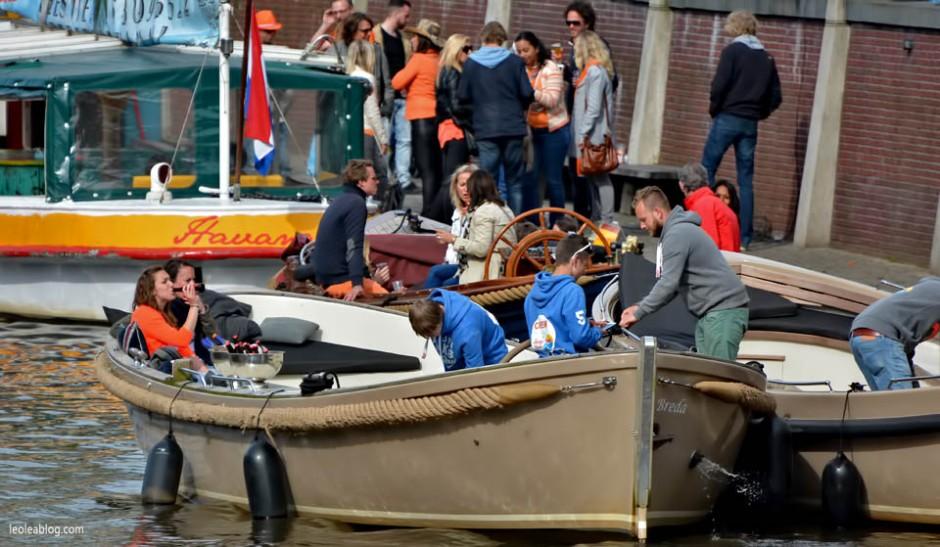 Breda Holland Holandia Sprzedawca Celebratingday  Koningsdag Swietonarodowe boat lodka kanal canalbreda Oranje