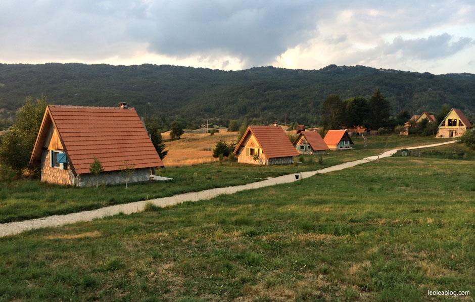 etnoselo etnoselomontenegro montenegro eu europe bałkany balcans journey holiday travel traveller traveler childrenplayground playground wioska podróż podróże podrózezdziećmi czarnogóra domki wypoczynek