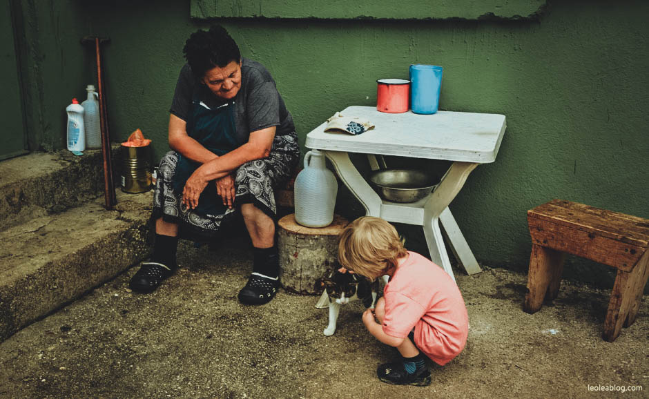 etnoselo etnoselomontenegro montenegro eu europe bałkany balcans journey holiday travel traveller traveler childrenplayground playground wioska podróż podróże podróżezdziećmi czarnogóra kid son syn cat kot