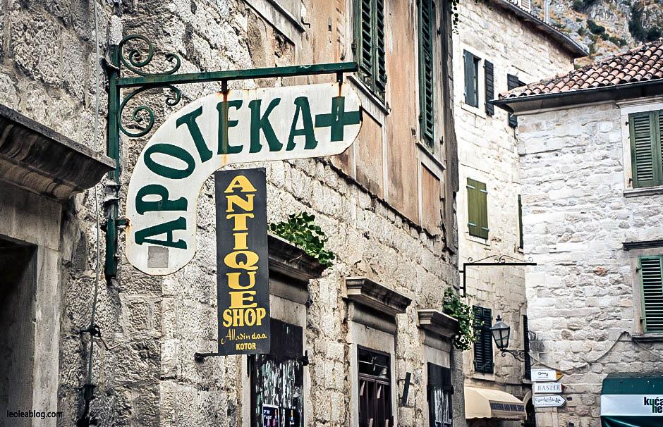 Kotor Montenegro Czarnogóra Balcans Bałkany Eu Europe Zatokakotorska Holiday Journey Travel Traveller Traveler Adventure Travelaroundtheworld apoteka apteka podróże