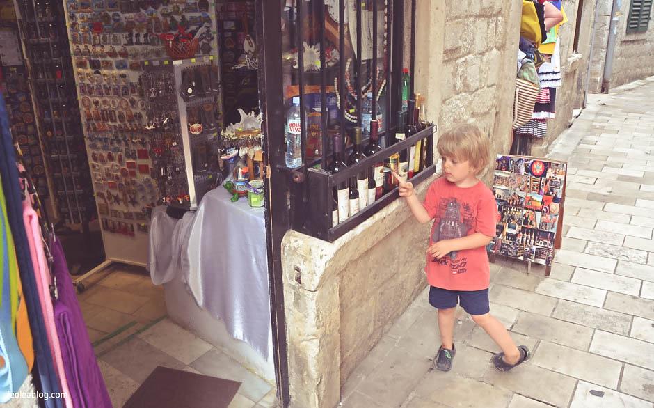 Kotor Montenegro Czarnogóra Balcans Bałkany Eu Europe Zatokakotorska Holiday Journey Travel Traveller Traveler Adventure Travelaroundtheworld kids son syn podróże
