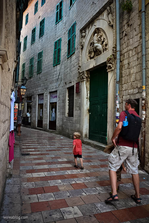 Kotor Montenegro Czarnogóra Balcans Bałkany Eu Europe Zatokakotorska Holiday Journey Travel Traveller Traveler Adventure Travelaroundtheworld podróże kids child dziecko syn son
