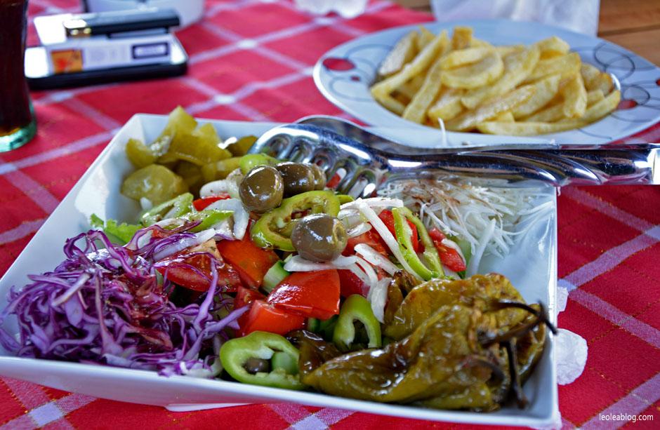 albania food potrawy jedzenie kuchnia travel podróż bałkany sałatka warzywa